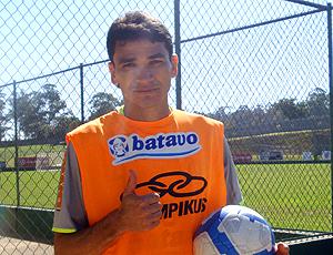 Ronaldo Angelim no centro de treinamento em Itu