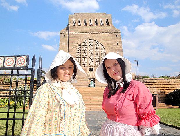 Funcionárias do monumento Voortreker, Ingela  e Liseth