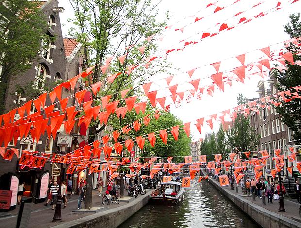 Rua decorada no Red Light District de Amsterdã
