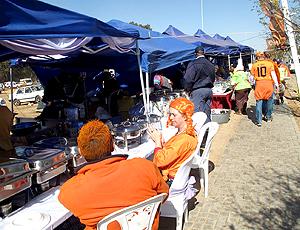 Barracas de comida ao redor do soccer city