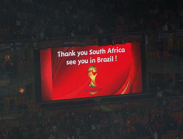 telao soccer city exibe mensagem de 2014