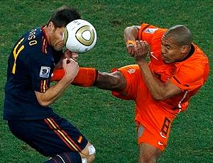 Nigel de Jong entrada dura jogo Holanda x Espanha final
