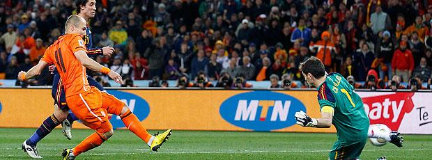 Robben chute Holanda contra Espanha