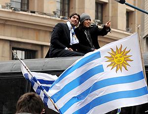 Loco Abreu Martin Caceres Festa Uruguai