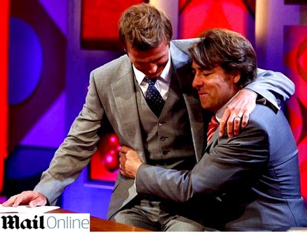 Beckham senta no colo de Jonathan Ross