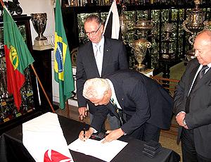 Dinamite Vasco e Nuzam assinam contrato Rugby Rio 2016