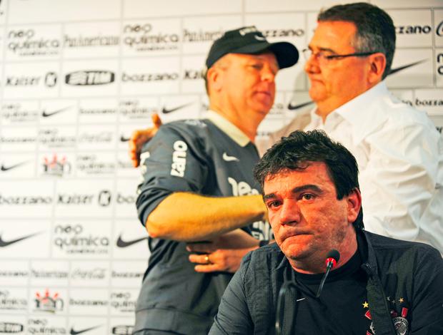 Andres Sanches Corinthians se emociona coletiva Mano Menezes