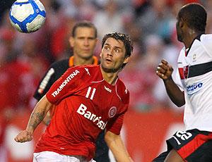 Rafael Sobis no jogo do Internacional contra o Flamengo