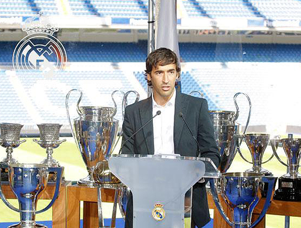 Raul sala Troféu se despede Real Madrid