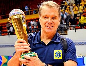 Bernardinho, levanta o Troféu da Liga Mundial