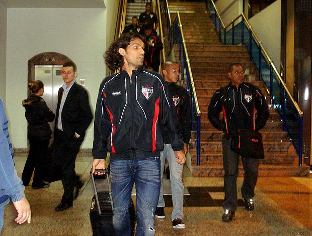 Fernandão no desembarque. São Paulo