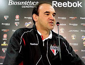 Ricardo Gomes na coletiva do São Paulo