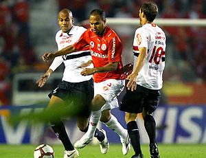 Alecsandro no jogo do Internacional e São Paulo