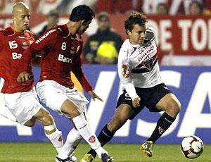 Dagoberto no jogo de Internacional e São Paulo