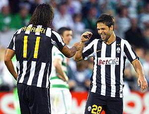 Amauri e Diego comemoram gol do Juventus