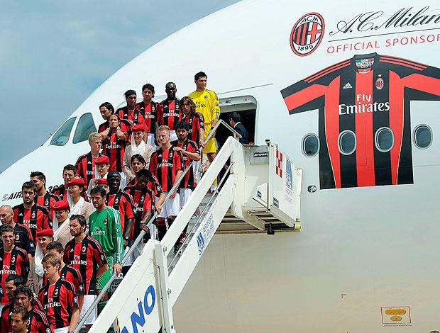 Ronaldinho Gaucho durante apresentação da nova camisa do Milan