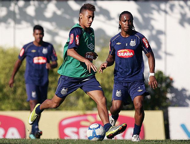 Neymar treinando pênalti no Santos