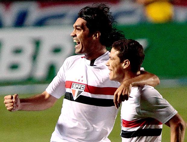 Fernandão comemora gol do São Paulo