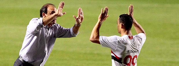 Ricardo Oliveira comemora com Ricardo Gomes