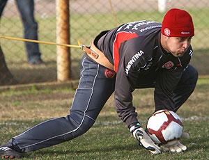 Renan goleiro no treino do Internacional