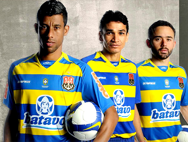 reprodução site oficial do flamengo camisa nº 3 azul e amarela