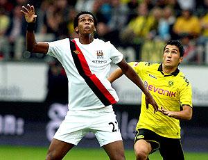 Jô na partida do Manchester City contra o Borussia Dortmund
