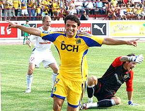 Edmar comemora gol do Metalist