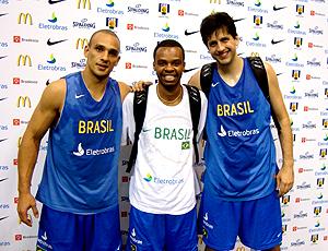 Alex, Nezinho e Guilherme - seleção de basquete
