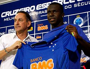 Apresentação e Jones no Cruzeiro