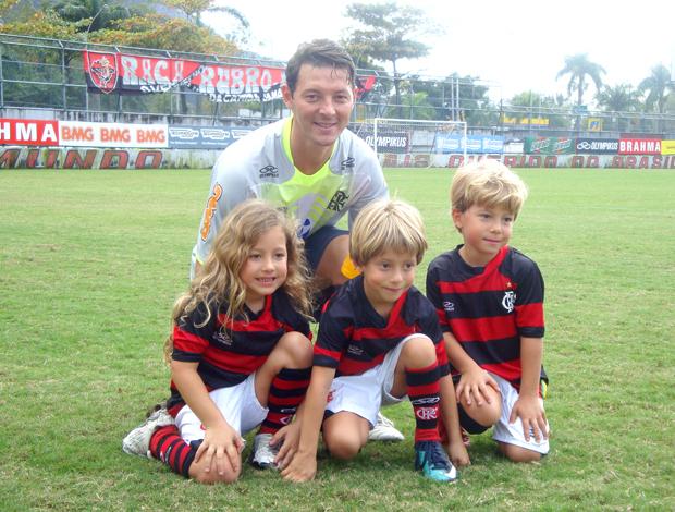 Leandro Amaral e filhos trigêmeos, treino Flamengo