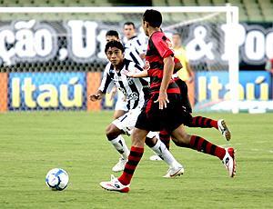 lance de Ceará e Atlético-GO
