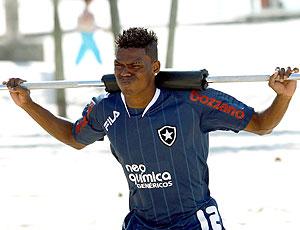 Maicosuel no treino do Botafogo