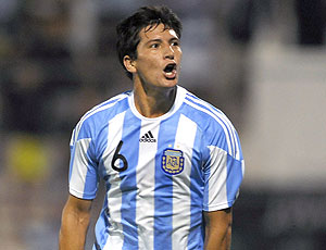 Guillermo Burdisso comemora gol pela Argentina