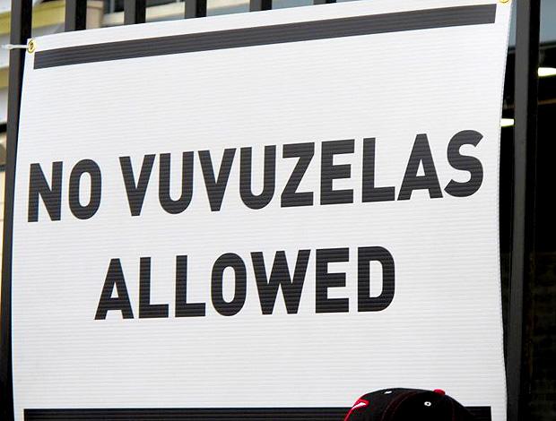 painel vuvuzela não permitida amistoso brasil e eua