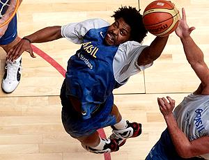 Hátila Passos nos treinos da seleção de basquete em Brasília