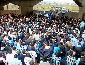 Torcida do Grêmio, esperando Renato Gaúcho
