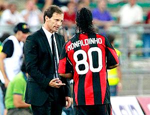 Massimiliano Allegri  treinador do Milan conversa com ronaldinho gaúcho