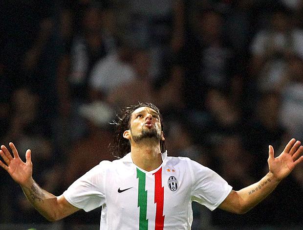Amauri comemora gol do Juventus