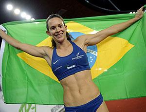 Fabiana Murer comemora ouro no salto com vara na Suíça
