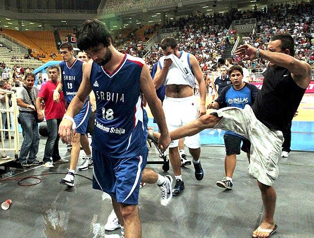 basquete pancadaria Grécia x Sérvia