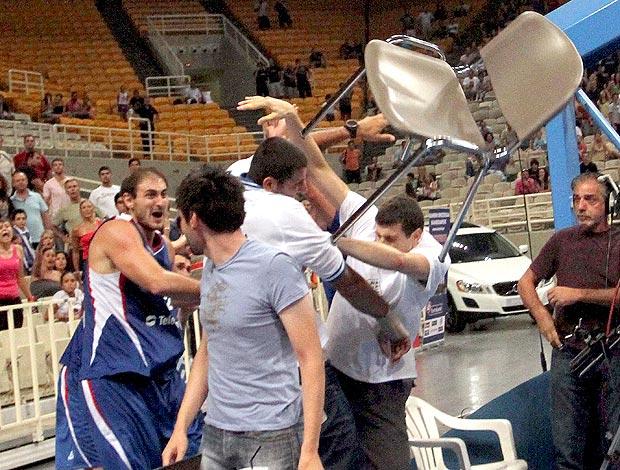 basquete pancadaria Nenad Krstic Grécia x Sérvia
