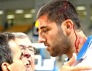 basquete pancadaria Yannis Bouroussis Grécia x Sérvia