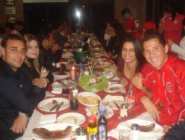 Renan e Fabiano Eller no jantar dos jogadores do Inter