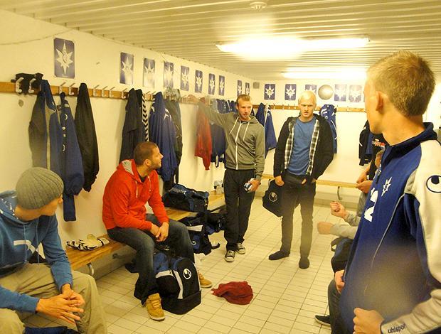 Jogadores Stjarnan, vestiário após o treino.