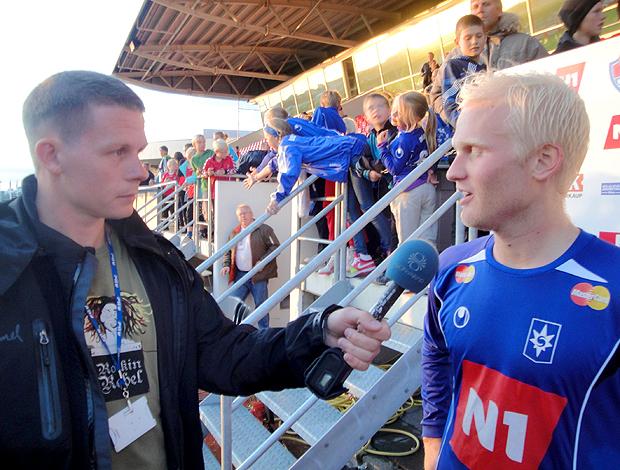 Halldór Björnsson, o camisa 10, sendo entrevistado. Stjarnan