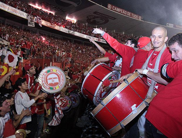 torcida do Internacional comemora o título da Libertadores
