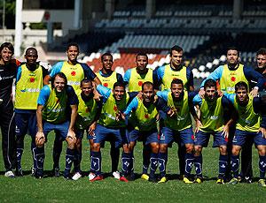 time do Vasco posado durante o treino