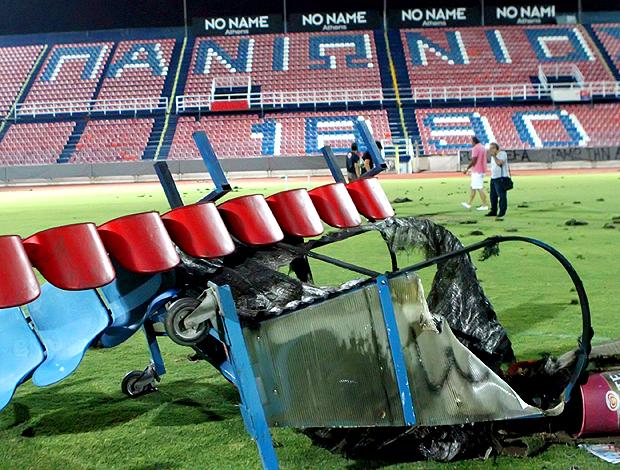 torcedores destroem estádio Panionios