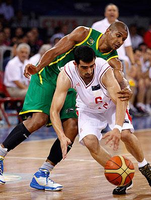 Leandrinho na partida do Brasil contra o Irã no Mundial de basquete