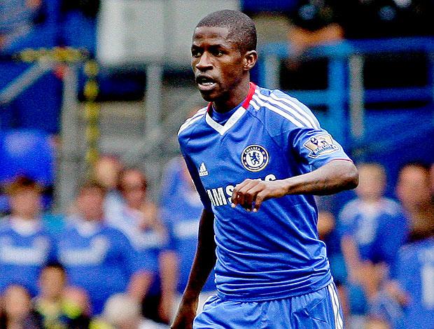 Ramires no jogo do Chelsea contra o Stoke City